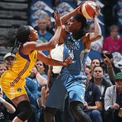 Sylvia Fowles is defended by Nneka Ogwumike. Photo by David Sherman/NBAE via Getty Images)