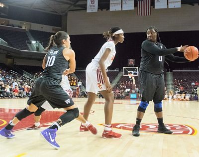 Chantel Osahor and Kelsey Plum run a play at Osahor's orchestration. Photo by Jaleesa Collins/T.G.Sportstv1.