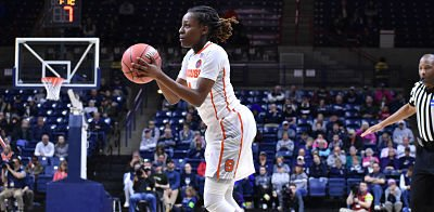 Freshman Gabby Cooper hit five three-point shots in the first 6:30 of Saturday's game. Photo courtesy of Syracuse Athletic Communications.