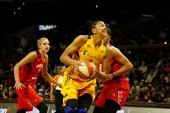 Candace Parker powers up a basket. Photo by Maria Noble/WomensHoopsWorld.