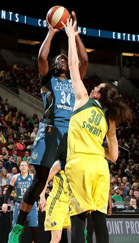 Sylvia Fowles shoots over Breanna Stewart. Photo by NBAE via Getty Images.