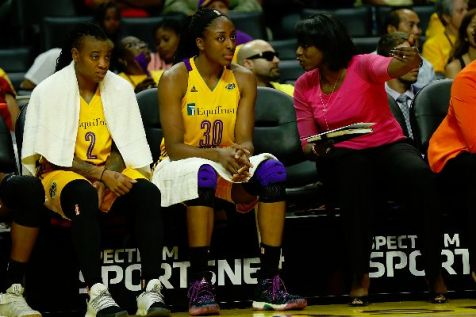 Sparks assistant coach Bobbie Kelsey talks to Nneka Ogwumike. Photo by Maria Noble/WomensHoopsWorld.