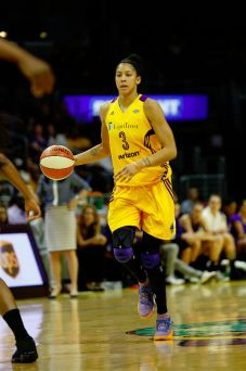 Candace Parker brings the ball up court. Photo by Maria Noble/WomensHoopsWorld.
