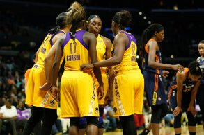 Sparks players talk during a pause in game action. Photo by Maria Noble/WomensHoopsWorld.