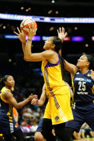 Candace Parker scores at will. Photo by Maria Noble/WomensHoopsWorld.