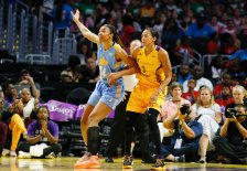 Imani Boyette is defended by Candace Parker. Photo by Maria Noble/WomensHoopsWorld.