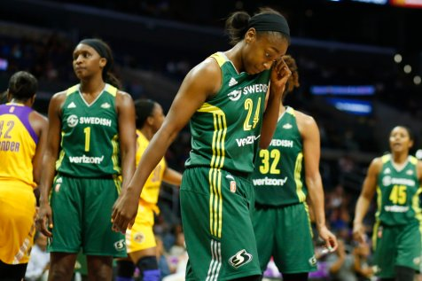 Jewell Loyd at a pause in the game. Photo by Maria Noble/WomensHoopsWorld.