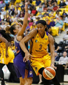 Candace Parker dribbles in from the outside. Photo by Maria Noble/WomensHoopsWorld.