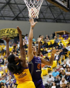 Brittney Griner battles to score. Photo by Maria Noble/WomensHoopsWorld.