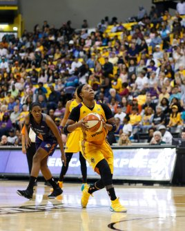 Odyssey Sims penetrates to score. Photo by Maria Noble/WomensHoopsWorld.