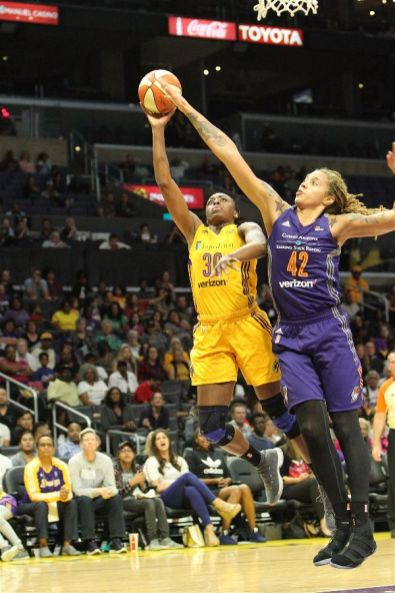 Nneka Ogwumike tries to get past the defense of Brittney Griner. Photo by Benita West/TGSportsTV1.
