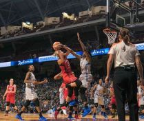 Elena Delle Donne goes up hard to score. Photo by Brian Few Jr./T.G.Sportstv1.