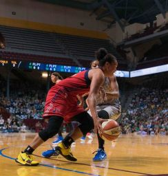 Kristi Toliver drives to the rack. Photo by Brian Few Jr./TGSportsTV1.