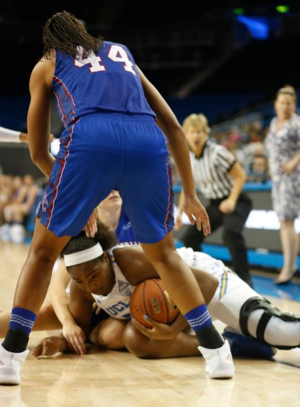 Players from both teams battle for ball control. Photo by Maria Noble/WomensHoopsWorld.