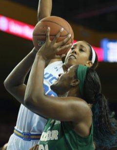 Monique Billings defends Kalani Brown. Photo by Maria Noble/WomensHoopsWorld.