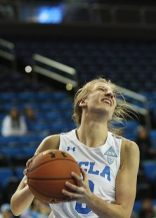 Chantel Horvat prepares to lay the ball up and in. Photo by Maria Noble/WomensHoopsWorld.