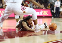 Chennedy Carter tries to gain ball possession. Photo by Maria Noble/WomensHoopsWorld.