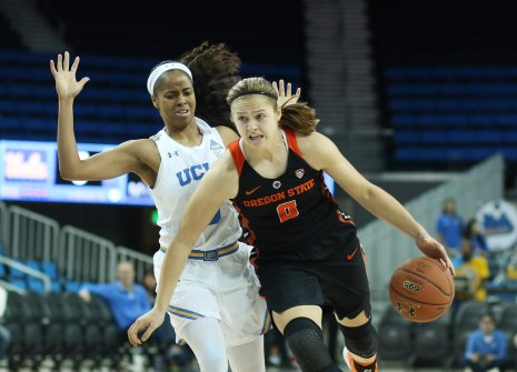 Mikayla Pivec drives by Jordin Canada. Photo by Maria Noble/WomensHoopsWorld.