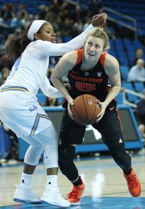 Taylor Kalmer looks to get by Japreece Dean. Photo by Maria Noble/WomensHoopsWorld.
