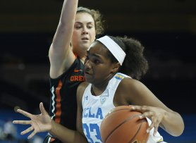 Lauryn Miller on the drive. Photo by Maria Noble/WomensHoopsWorld.
