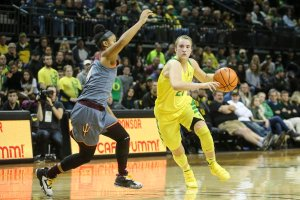 Sabrina Ionescu drives for two of her 26 points on the night. Photo courtesy of Oregon Athletics.