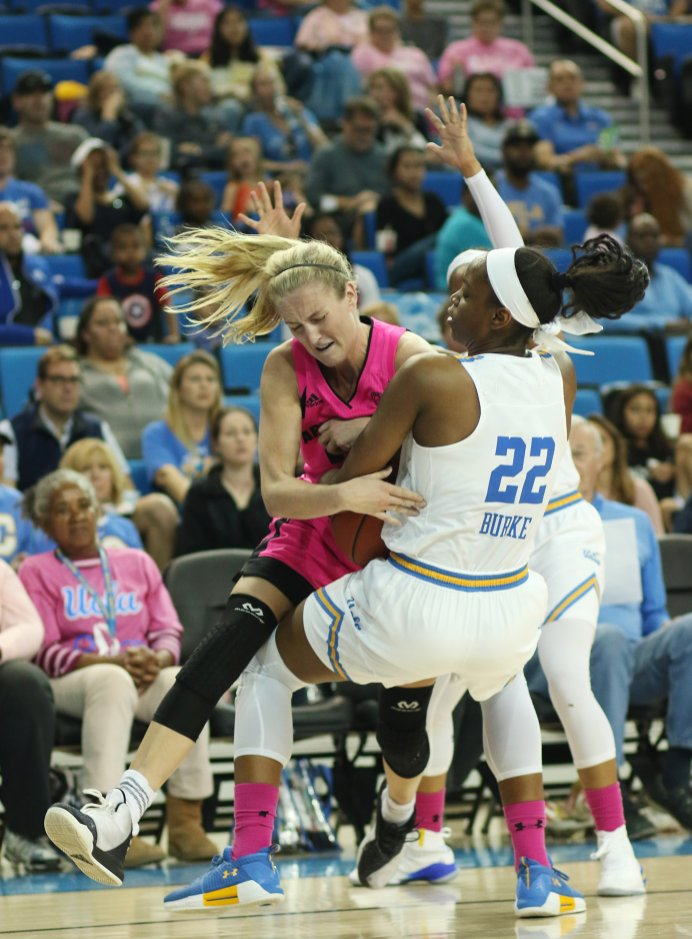 Courtney Ekmark and Kennedy Burke fight for ball control late in the game. Photo by Maria Noble/WomensHoopsWorld.