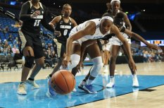 Kennedy Burke and Mya Hollingshed watch the ball roll out of bounds. Photo by Maria Noble/WomensHoopsWorld.