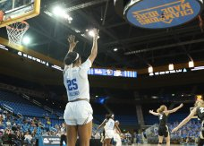 Monique Billings calls for the ball. Photo by Maria Noble/WomensHoopsWorld.