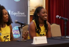 Cappie Pondexter and Chelsea Gray. Photo by Maria Noble/WomensHoopsWorld.