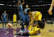 Alana Beard helps up Cappie Pondexter after a foul. Maria Noble/WomensHoopsWorld.