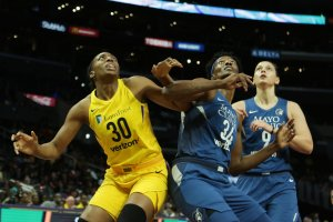 Nneka Ogwumike and Sylvia Fowles battle for a rebound. Maria Noble/WomensHoopsWorld.