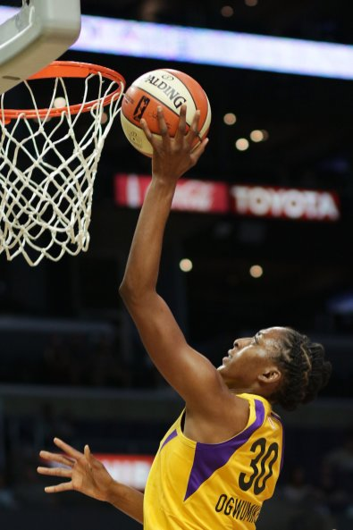 Nneka Ogwumike comes close to dunking. Photo by Maria Noble/WomensHoopsWorld.