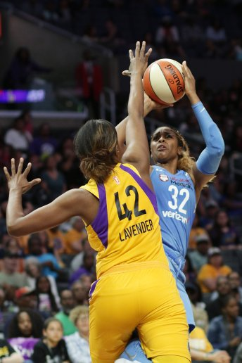Cheyenne Parker shoots over Jantel Lavender. Photo by Maria Noble/WomensHoopsWorld.