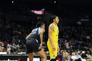 Monique Billings and Candace Parker. Photo by Maria Noble/WomensHoopsWorld.