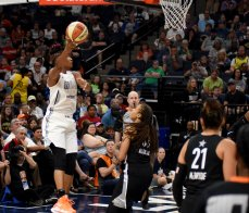 Angel McCoughtry elevates to score. Maggi Stivers/WomensHoopsWorld.
