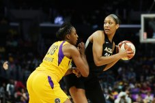 A'ja Wilson is defended by Nneka Ogwumike. Maria Noble/WomensHoopsWorld.