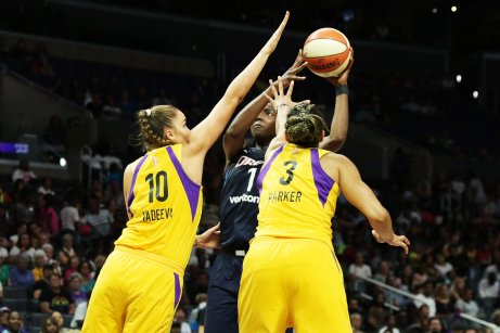 Elizabeth Williams attempts to shoot against the Sparks defense. Maria Noble/WomensHoopsWorld.