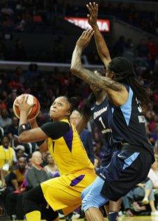 Odyssey Sims looks to get around the Atlanta defense. Maria Noble/WomensHoopsWorld.