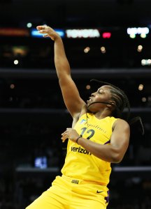 Chelsea Gray makes two of her 20 points on the night. Maria Noble/WomensHoopsWorld.
