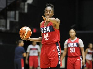Nneka Ogwumike motions for a teammate to set up the play. USA Basketball photo.