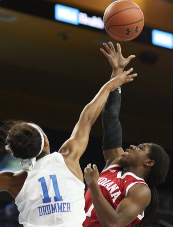 Lajahna Drummer defends Bendy Yeaney. Photo by Maria Noble/WomensHoopsWorld.