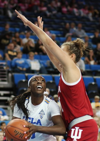 Michaela Onyenwere looks past the defense. Photo by Maria Noble/WomensHoopsWorld.