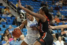 Lajahna Drummer is guarded by Maddie Washington. Maria Noble/WomensHoopsWorld.