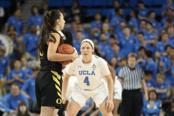 Maite Cazorla sizes up the offense. Maria Noble/WomensHoopsWorld.