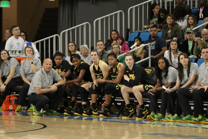 Oregon coach Kelly Graves and his starters watch reserves on the court in the fourth quarter. Maria Noble/WomensHoopsWorld.
