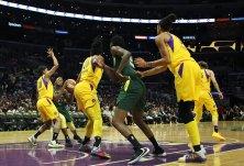 Jewell Loyd tries to score. Maria Noble/WomensHoopsWorld