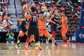 Washington Mystics Kristi Toliver (20) is defended by Connecticut Sun guard Jasmine Thomas (5) during Game 4 of the WNBA finals between the Washington Mystics and the Connecticut Sun at Mohegan Sun Arena, Uncasville, CT, USA on October 08, 2019. Photo Credit: Chris Poss
