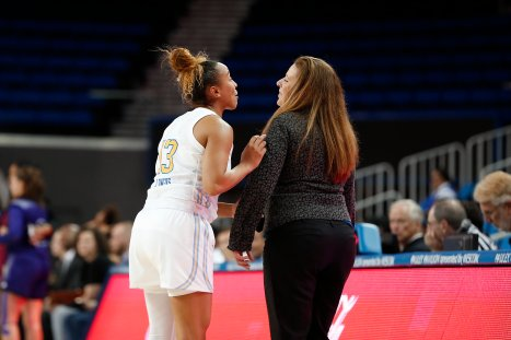 Jaden Owens and Cori Close have a word at a pause in game action. Maria Noble/WomensHoopsWorld