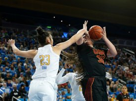 Natalie Chou defends Alissa Pili. Maria Noble/WomensHoopsWorld