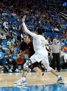 Alissa Pili is defended by Camryn Brown. Maria Noble/WomensHoopsWorld